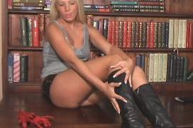 girl-in-leather-boots-sd